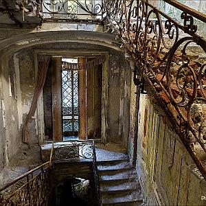 Villa abbandonata for Interni di case antiche